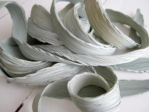 Shibori in grijsgroen met een vleugje soft gold. Practig te combineren met bijvoorbeeld authentiek Sea Glass